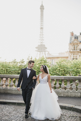 Newlyweds in streets of Paris