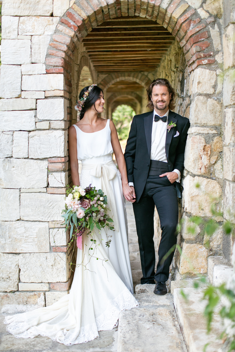 wedding couple under a tuscan arch